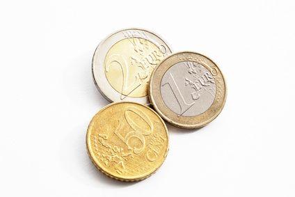 Euromnzen auf weiem Hintergrund